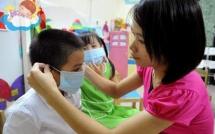 Phòng bệnh hô hấp trẻ em khi giao mùa